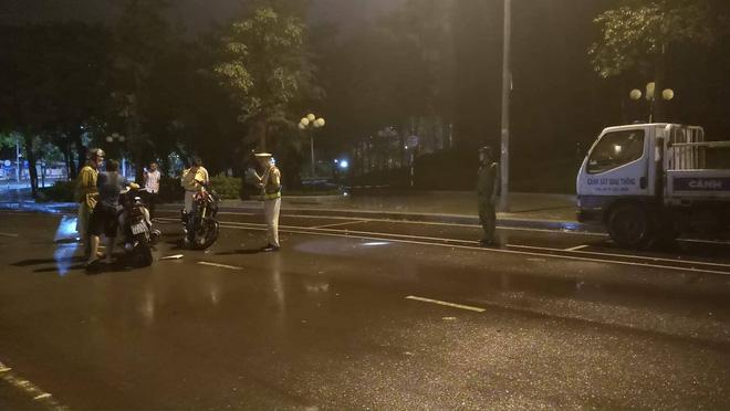 Hình ảnh Vụ CSGT ngã khi làm việc với dân, CATP Quy Nhơn: Không phải tự ngã, do bị húc cùi chỏ số 1
