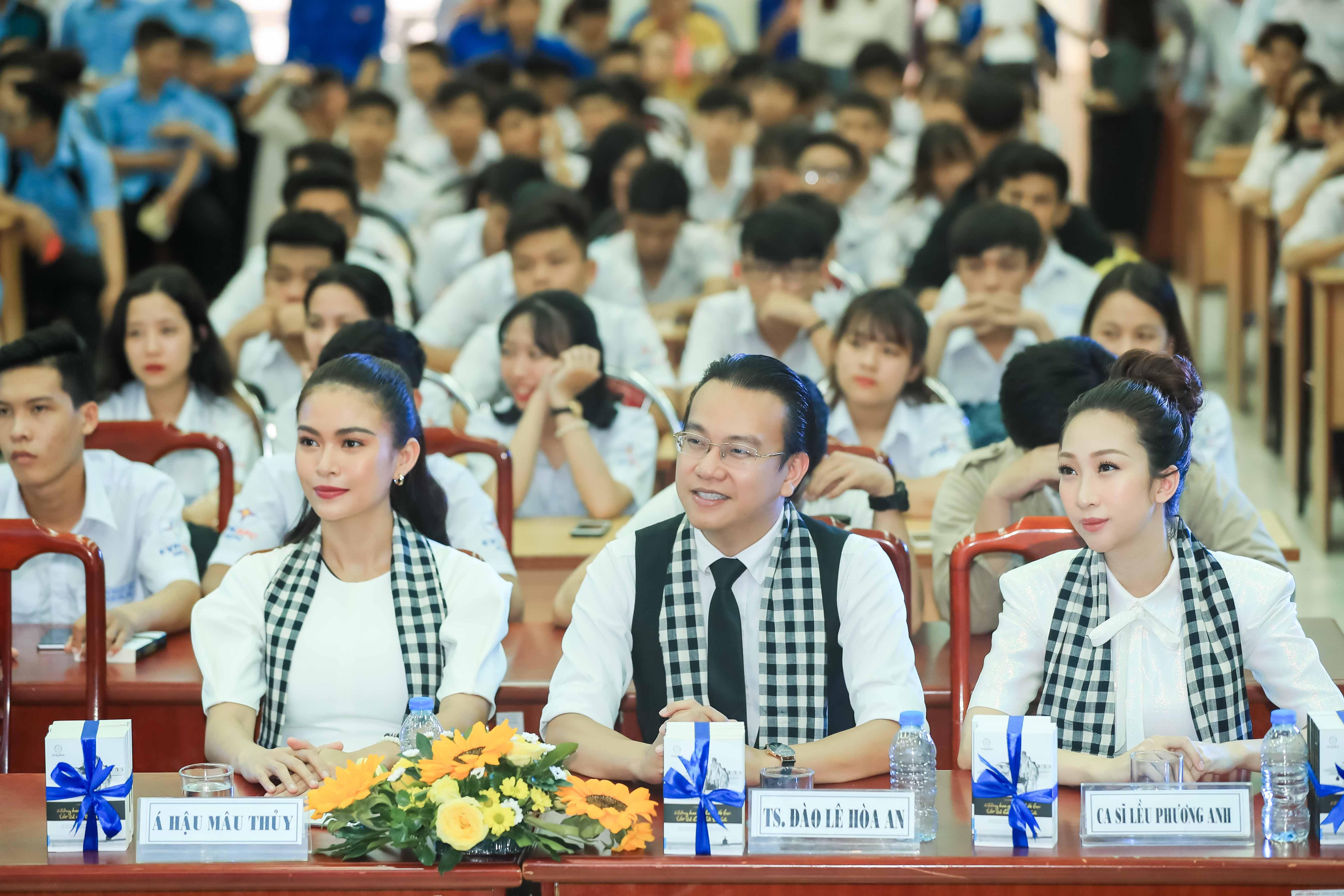 Hình ảnh Ca sĩ Lều Phương Anh: