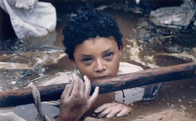 Hình ảnh Bi kịch của Omayra Sanchez và đôi mắt đen hấp hối vẫn ám ảnh cả thế giới dù cho đã 33 năm trôi qua số 1