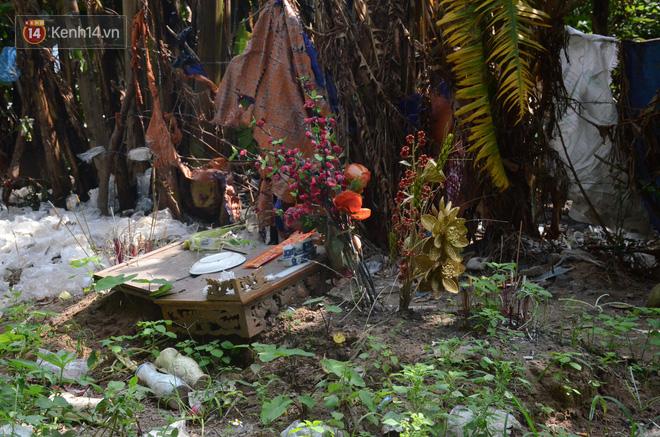 Hình ảnh Những câu chuyện đau lòng quanh 5 ngôi mộ vô danh và miếu thờ 2 cô gái chết trẻ ở bãi sông Hồng số 3