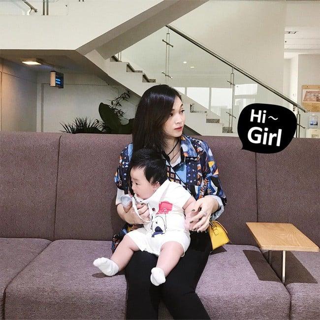 'Khoe' vóc dáng cực chuẩn sau 6 tháng sinh em bé thứ 2, hot mom Ngọc Mon nhận được cơn mưa lời khen từ MXH 9