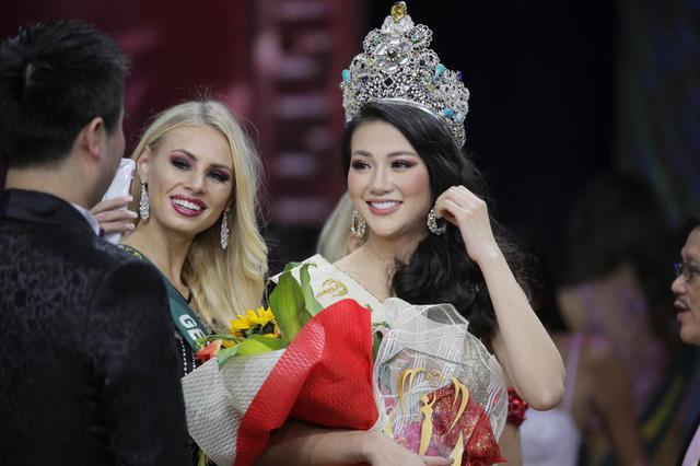 Tiết lộ lý do đặc biệt khiến Hoa hậu Trái đất Phương Khánh không đội vương miện 22 tỷ về nước 3