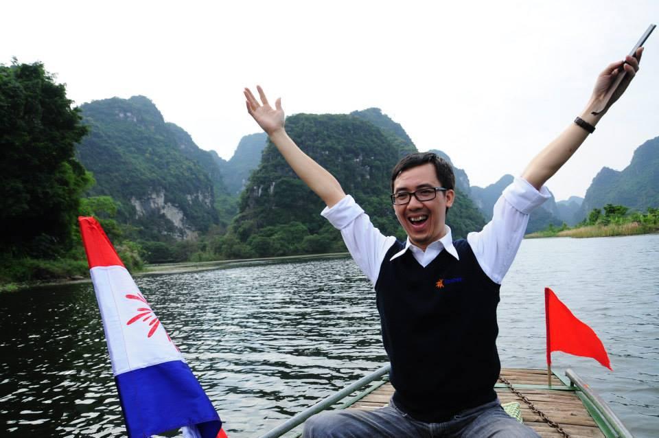 Thầy giáo Hà Nội gây bão khi viết status: