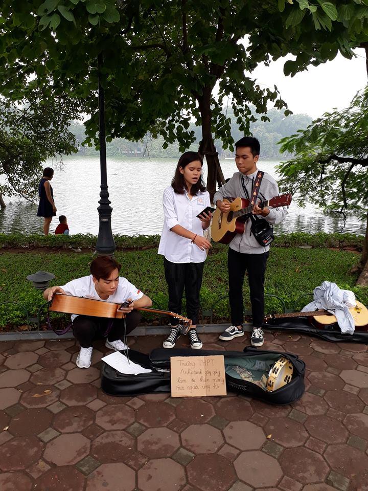 Hình ảnh Thầy giáo Hà Nội gây bão khi viết status: Đừng tặng hoa hay quà, hãy tặng thật nhiều phong bì nhân ngày 20/11 số 3