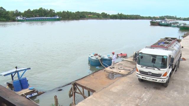 Hình ảnh Thuyền ch about 26 tấn axit gặp nạn, chìm xuống sông Đồng Nai số 1