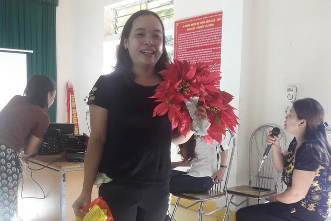 Giáo viên mừng phát khóc khi học trò mang hoa dại, rau cải, chuối tặng ngày 20/11 1