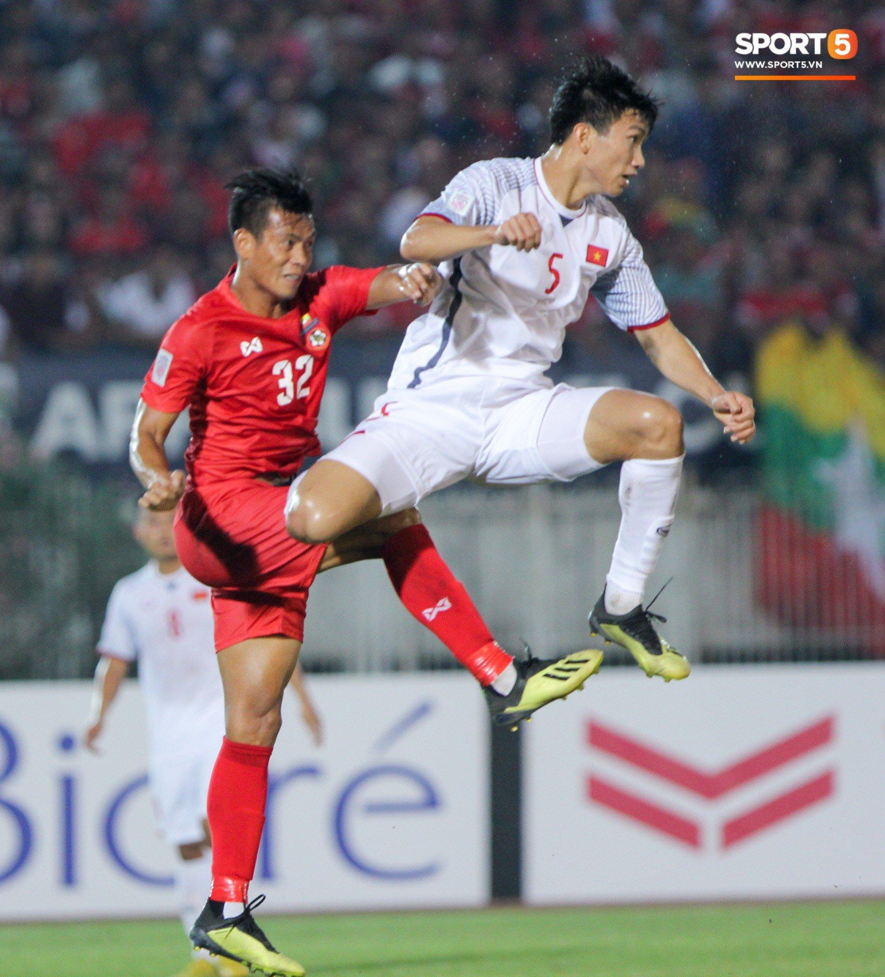 Đoàn Văn Hậu bất mãn, chỉ thẳng mặt trọng tài chính trận Myanmar vs Việt Nam 3