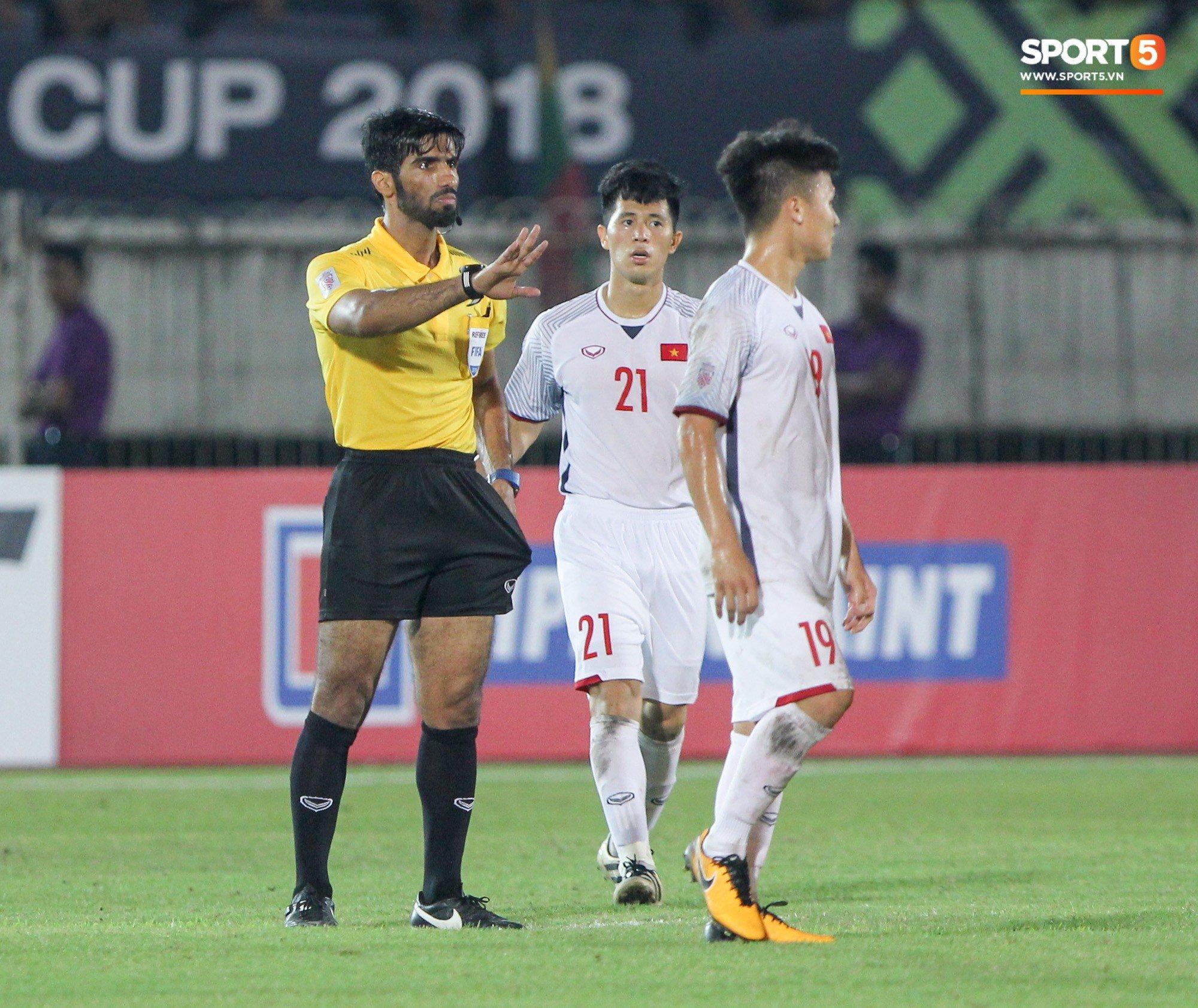 Đoàn Văn Hậu bất mãn, chỉ thẳng mặt trọng tài chính trận Myanmar vs Việt Nam 6