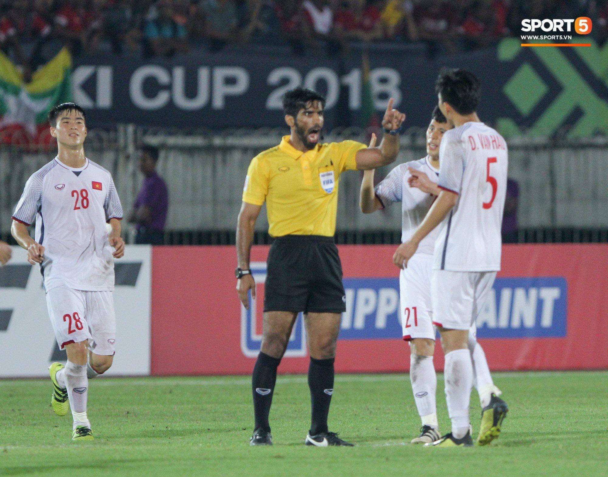 Đoàn Văn Hậu bất mãn, chỉ thẳng mặt trọng tài chính trận Myanmar vs Việt Nam 7