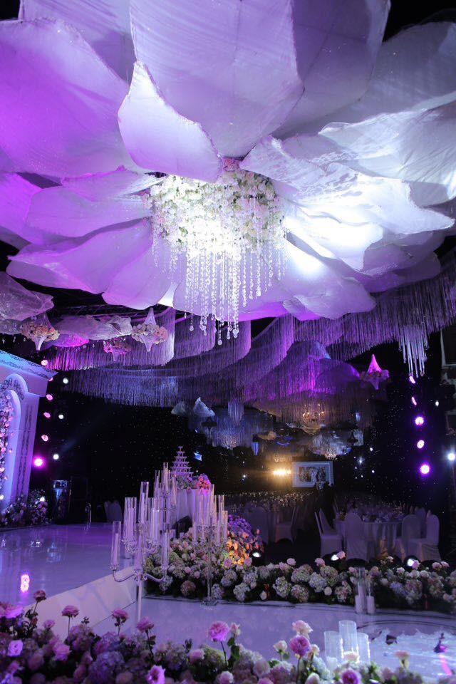 Đám cưới khủng: Cô dâu đeo vàng nặng trĩu, trang trí 100\% bằng hoa tươi, tiền rạp ngốn 2,5 tỷ đồng 3