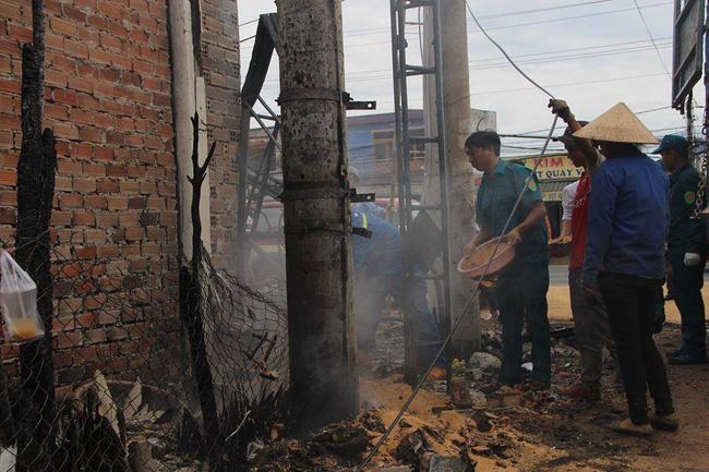 Vụ xe bồn lật khiến 6 người chết ở Bình Phước: Lửa lại tiếp tục bùng lên tại hiện trường 1