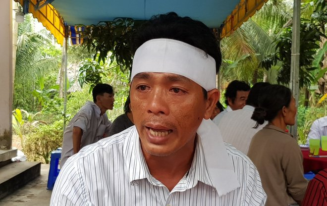 Nhiều người bật khóc khi thấy 3 quan tài nằm cạnh nhau vụ lật xe bồn chở xăng ở Bình Phước 1