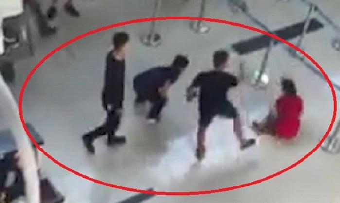 Vụ nữ nhân viên hàng không bị 3 thanh niên đạp ngã tại sân bay: Nguyên nhân bất ngờ 1