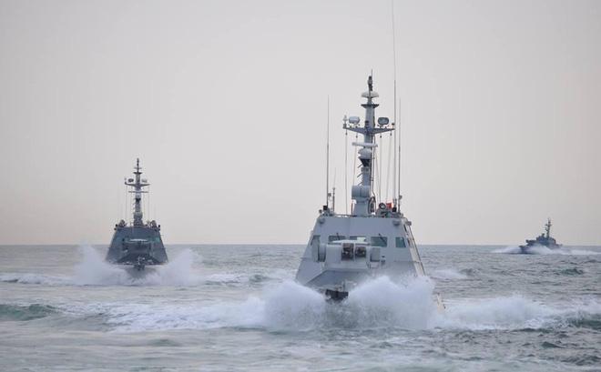 Bị tàu Nga nã đạn, toàn bộ tàu chiến Hải quân Ukraine tiến ra biển 1