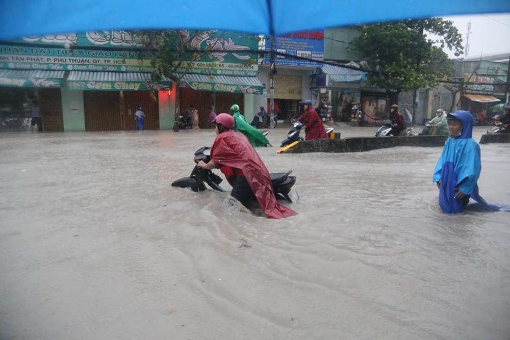 Dự báo thời tiết hôm nay 26/11: Sau bão số 9, nhiều tỉnh oằn mình với mưa lũ 4