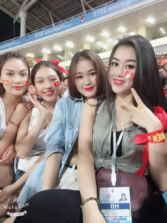 Báo châu Á ngỡ ngàng trước vẻ đẹp của fan nữ Việt Nam 6