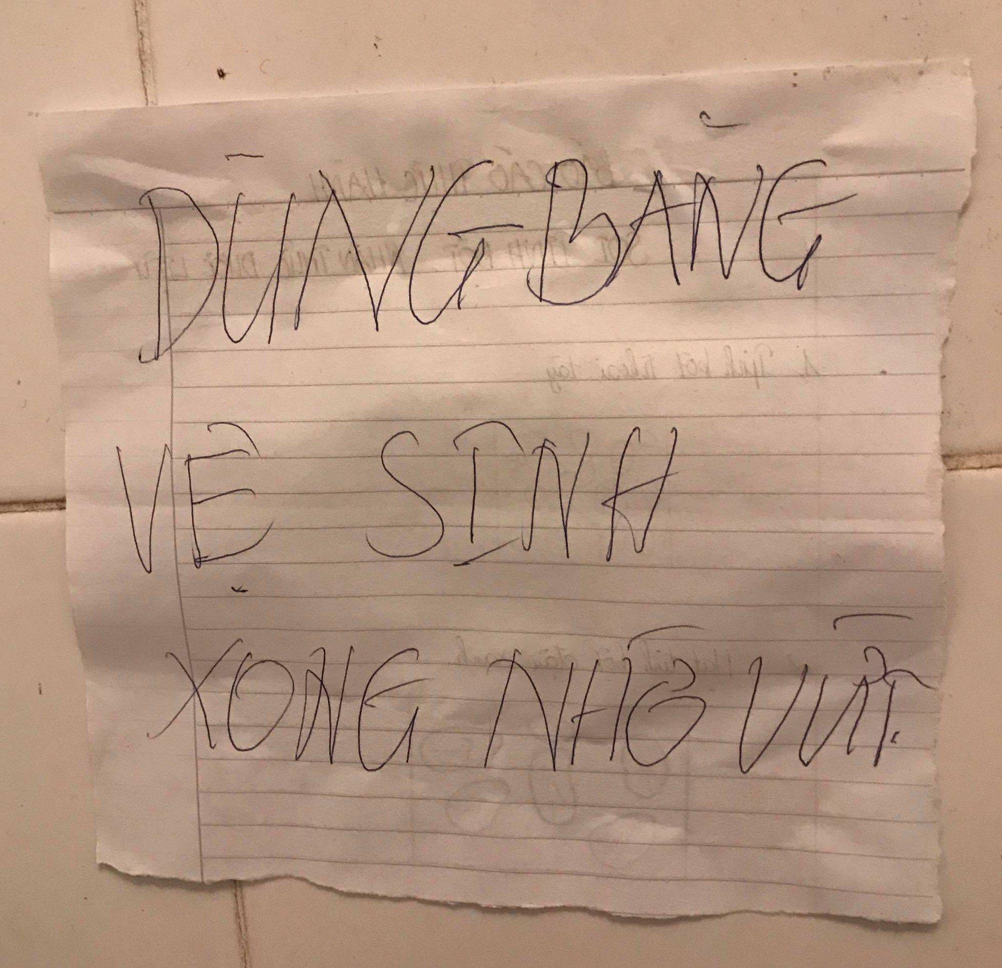 Khi con gái ở trọ cùng nhau: Ra ngoài lồng lộn phấn son, về nhà chải tóc tắc hết bồn rửa, lau son giấy vứt khắp nơi 6