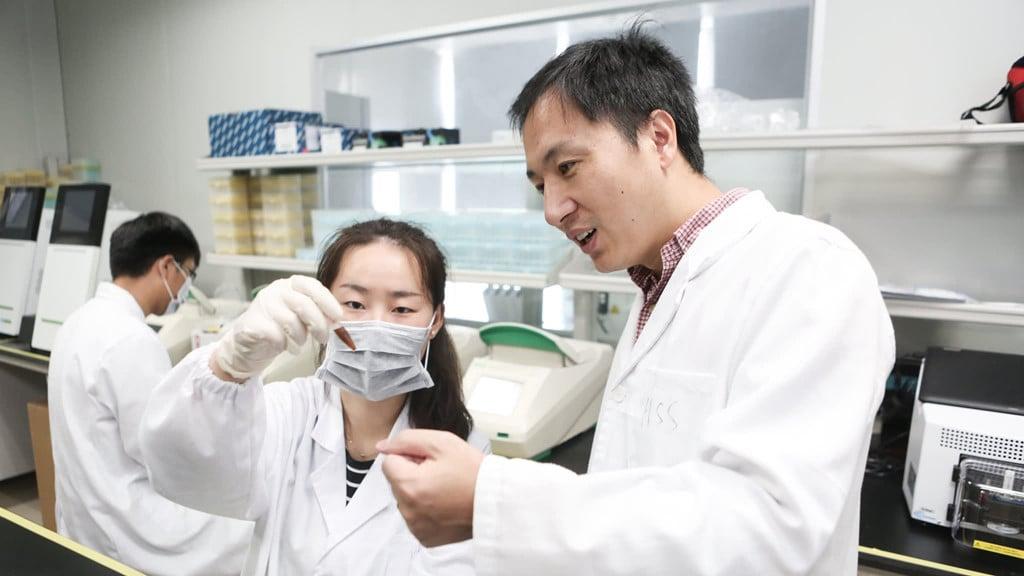 Tiến sĩ chỉnh sửa gen người lên tiếng xin lỗi về thí nghiệm