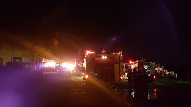 Cháy cực lớn tại KCN Hòa Cầm ở Đà Nẵng: Toàn bộ lực lượng PCCC được điều động 2