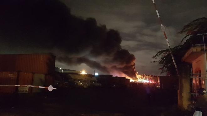 Cháy cực lớn tại KCN Hòa Cầm ở Đà Nẵng: Toàn bộ lực lượng PCCC được điều động 3