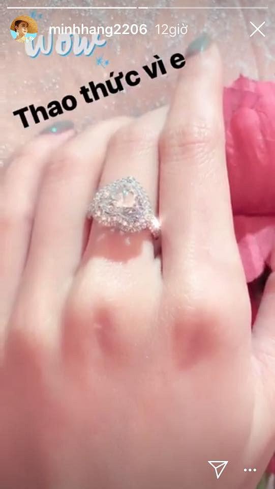 Minh Hằng khoe nhẫn kim cương 'khủng', dân mạng nghi ngờ là nhẫn đính hôn 1