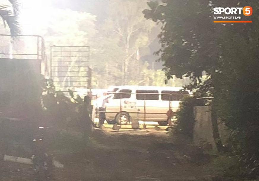 Phát hiện máy quay lén, HLV tuyển Philippines cấm cửa phóng viên tác nghiệp trước trận gặp Việt Nam 2