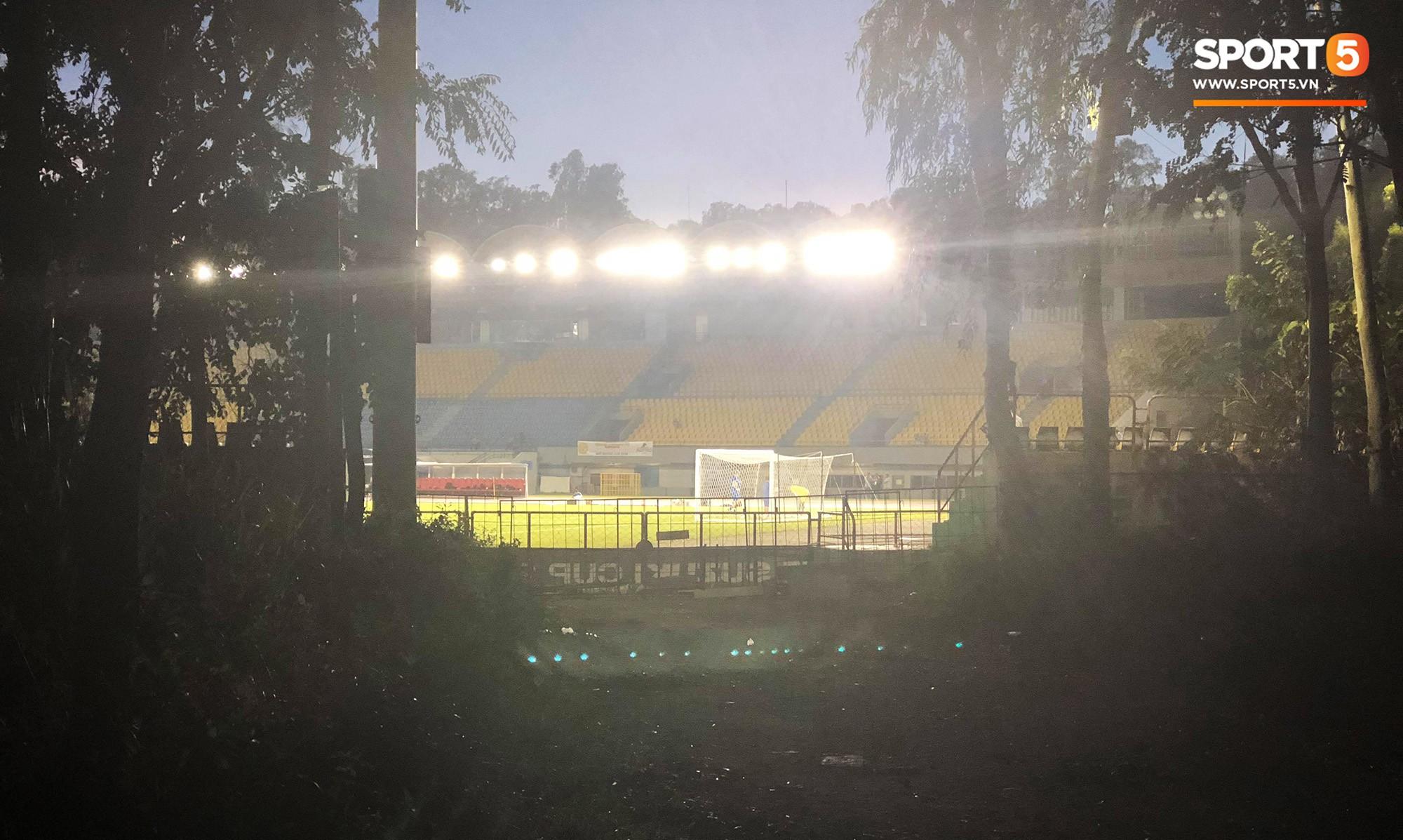 Phát hiện máy quay lén, HLV tuyển Philippines cấm cửa phóng viên tác nghiệp trước trận gặp Việt Nam 1