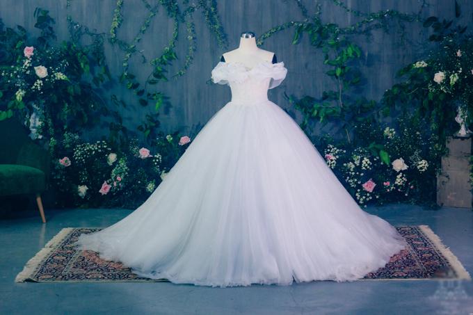 Hé lộ váy cưới tiền tỷ đẹp lung linh của Á hậu Thanh Tú 1