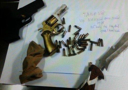 Đối tượng cầm súng nã đạn vào cả gia đình vợ lĩnh án 1