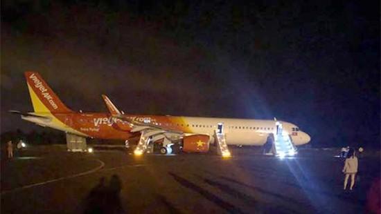 Vụ máy bay Vietjet gặp sự cố rơi mất 2 bánh: Đã tìm thấy chiếc lốp đầu tiên 2