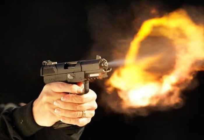 Nổ súng kinh hoàng ở Thanh Hoá, 2 người nhập viện 1