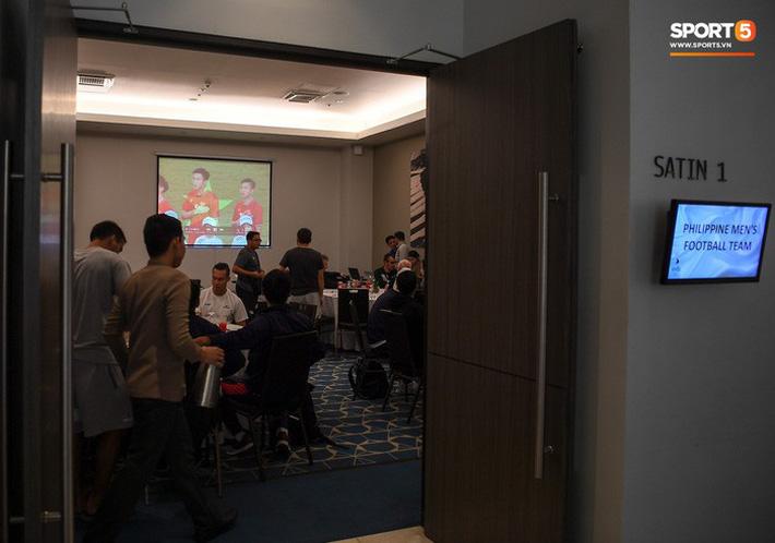 HLV trưởng 'ép' tuyển Philippines vừa ăn trưa vừa xem băng hình phân tích tuyển Việt Nam 1