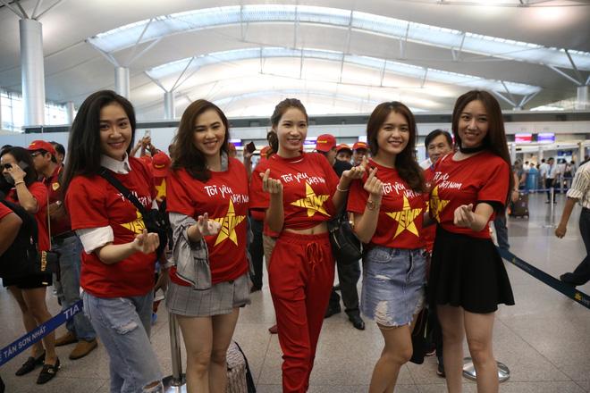 Hàng trăm CĐV 'nhuộm đỏ' Tân Sơn Nhất, qua Philippines tiếp lửa cho tuyển Việt Nam 7