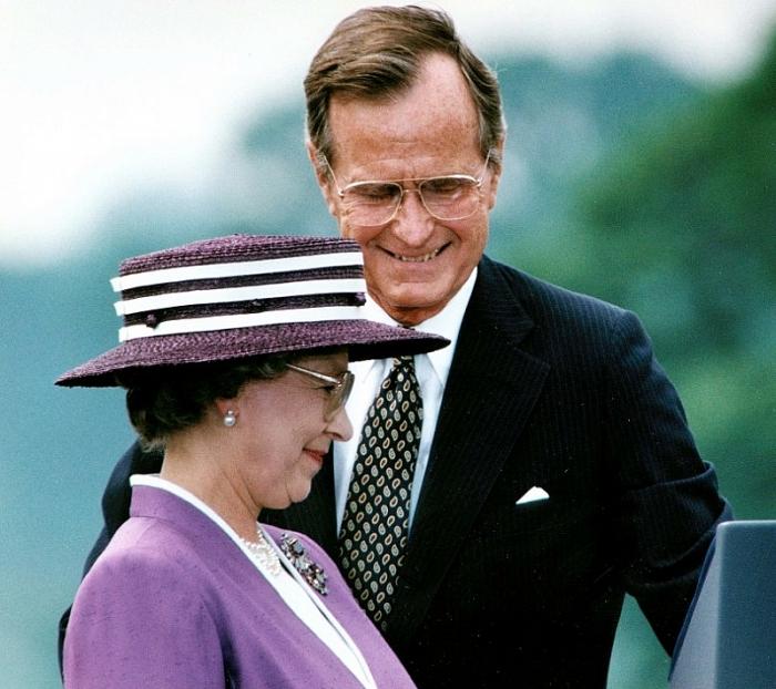 Cuộc đời của cựu Tổng thống Mỹ Bush 'cha' qua ảnh 12
