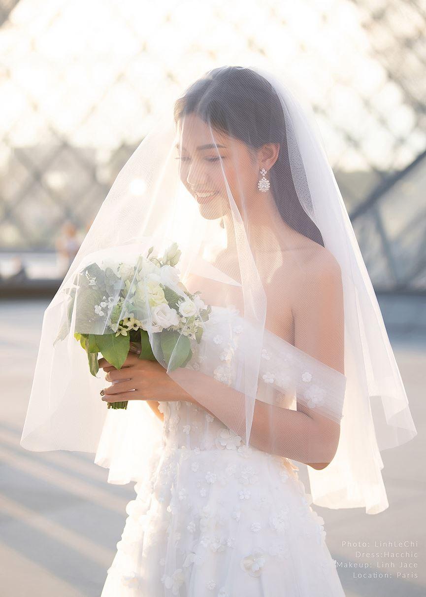 Á hậu Thanh Tú tung ảnh cưới đẹp như cổ tích giữa Paris hoa lệ trước thềm hôn lễ 8