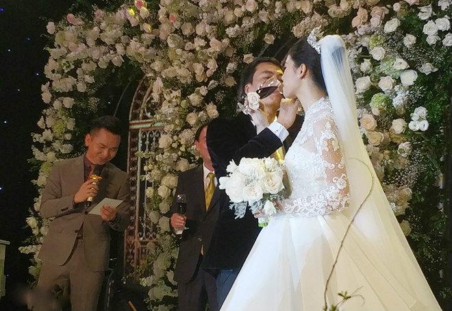 Những hình ảnh hiếm hoi trong đám cưới xa hoa của Á hậu 2016 - Thanh Tú và chồng doanh nhân 11