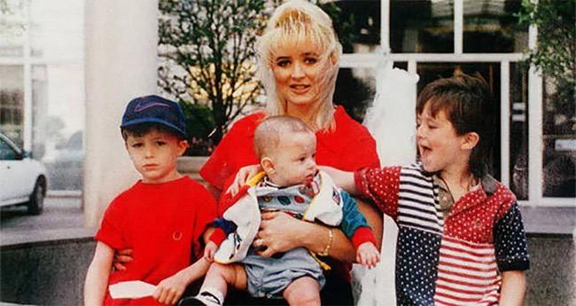 Bà mẹ điên cuồng gọi cảnh sát sau khi 2 con trai bị giết hại, kẻ thủ ác là người nằm mơ cũng không ai ngờ 2