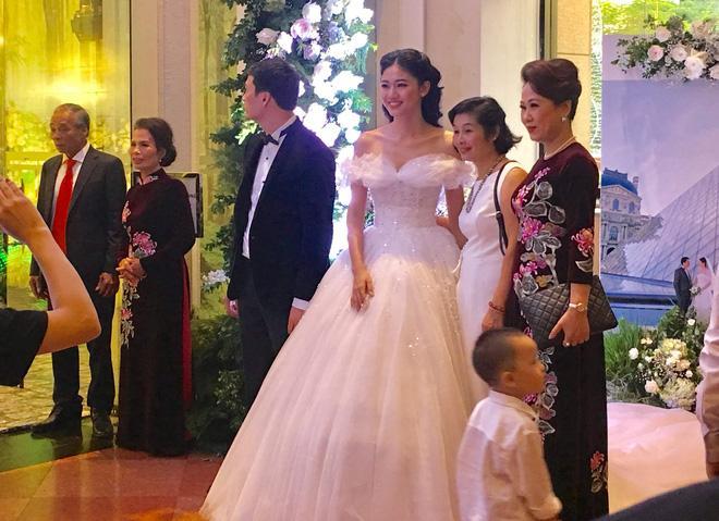 Những hình ảnh hiếm hoi trong đám cưới xa hoa của Á hậu 2016 - Thanh Tú và chồng doanh nhân 3