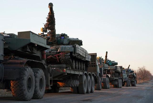 Giữa căng thẳng với Nga, Ukraine điều khiển xe tăng án ngữ Biển Azov 1