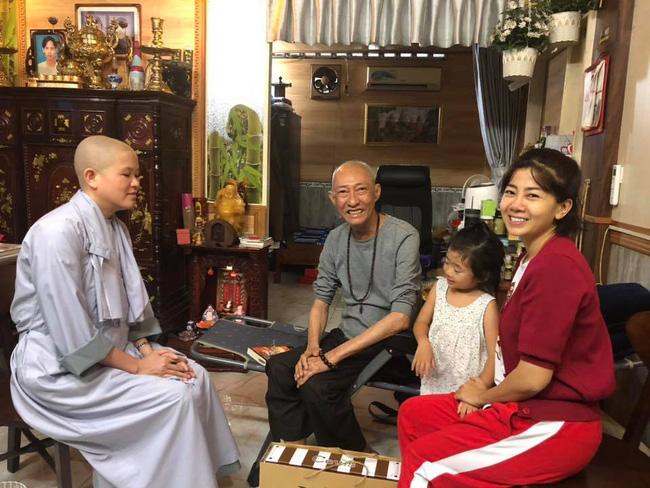 Mặc di chứng ung thư, Mai Phương vẫn dẫn con gái đến thăm nghệ sĩ Lê Bình 2