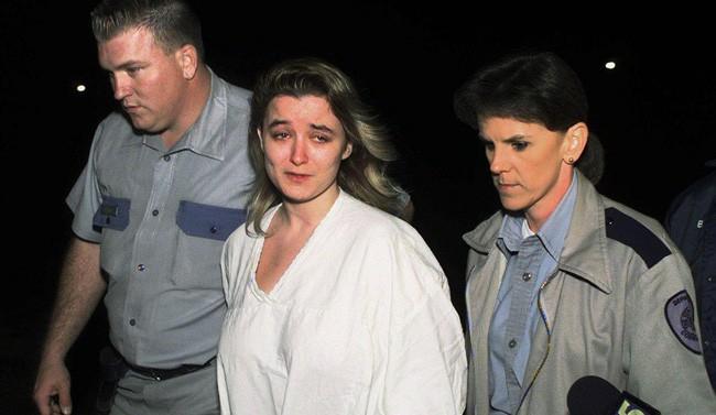 Bà mẹ điên cuồng gọi cảnh sát sau khi 2 con trai bị giết hại, kẻ thủ ác là người nằm mơ cũng không ai ngờ 9