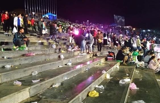 Sau trận Việt Nam – Philippines, quảng trường đẹp nhất Đà Lạt ngập trong biển rác 1