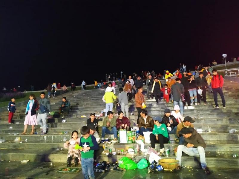 Sau trận Việt Nam – Philippines, quảng trường đẹp nhất Đà Lạt ngập trong biển rác 3