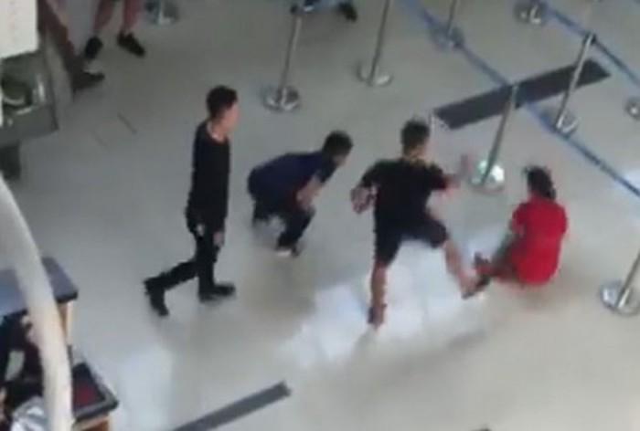 Vụ nữ tiếp viên hàng không Vietjet bị hành hung: Nhân viên an ninh sân bay bị phạt 4 triệu đồng 1