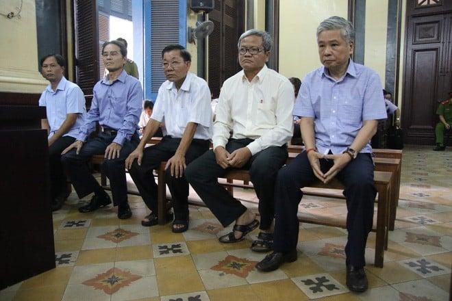 Hình ảnh Cựu Phó thống đốc NHNN Đặng Thanh Bình hầu tòa với cáo buộc gây thiệt hại 15.000 tỷ đồng số 1