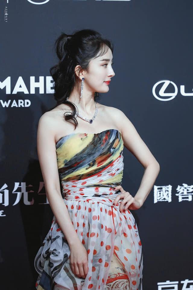 Diện váy siêu mỏng, Dương Mịch hot nhất mạng xã hội 2