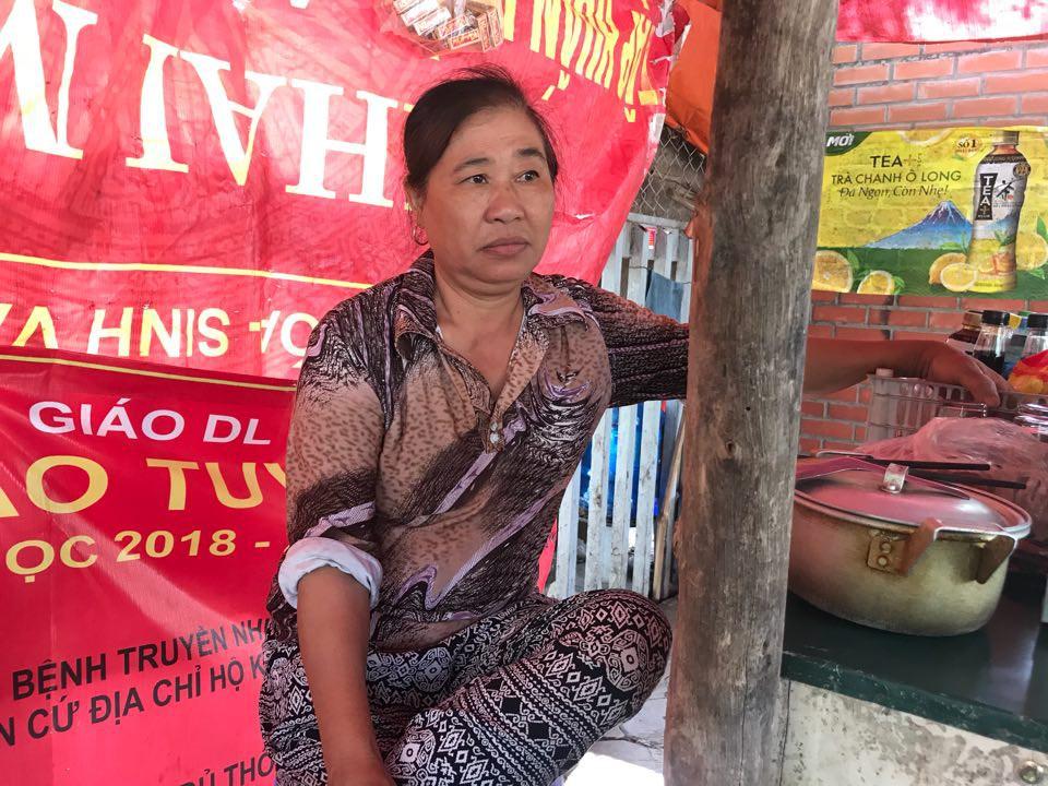 Hà Nội: Bé trai 4 tháng tuổi bị người thân bỏ lại trong thùng rác giữa phố 3
