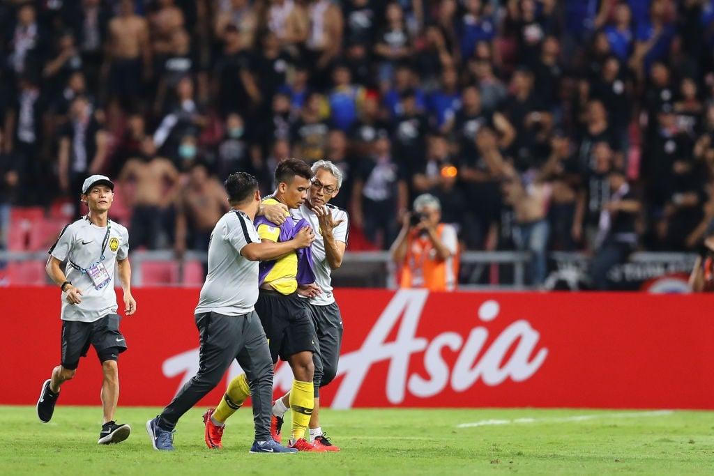 Hình ảnh Hành động cực ngầu, tỉnh táo và quân tử của thủ môn Thái Lan trước màn trêu chọc thô thiển của cầu thủ Malaysia ngay trên sân số 2
