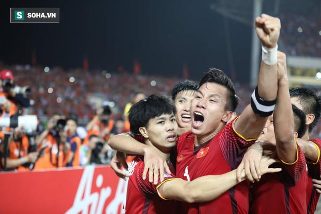 Hình ảnh HLV Eriksson thừa nhận 'dính bẫy' của HLV Park Hang-seo, ghen tị bởi hào khí ở Mỹ Đình số 1