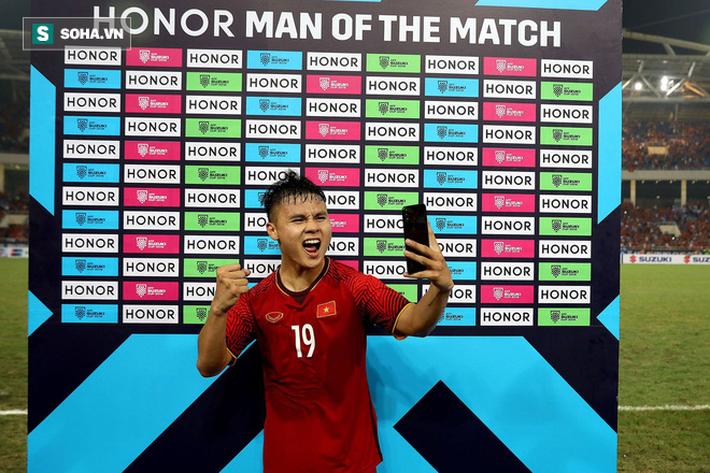 Hình ảnh Một, hai... rồi bốn cầu thủ Philippines cũng chẳng ngăn được Quang Hải tỏa sáng số 6
